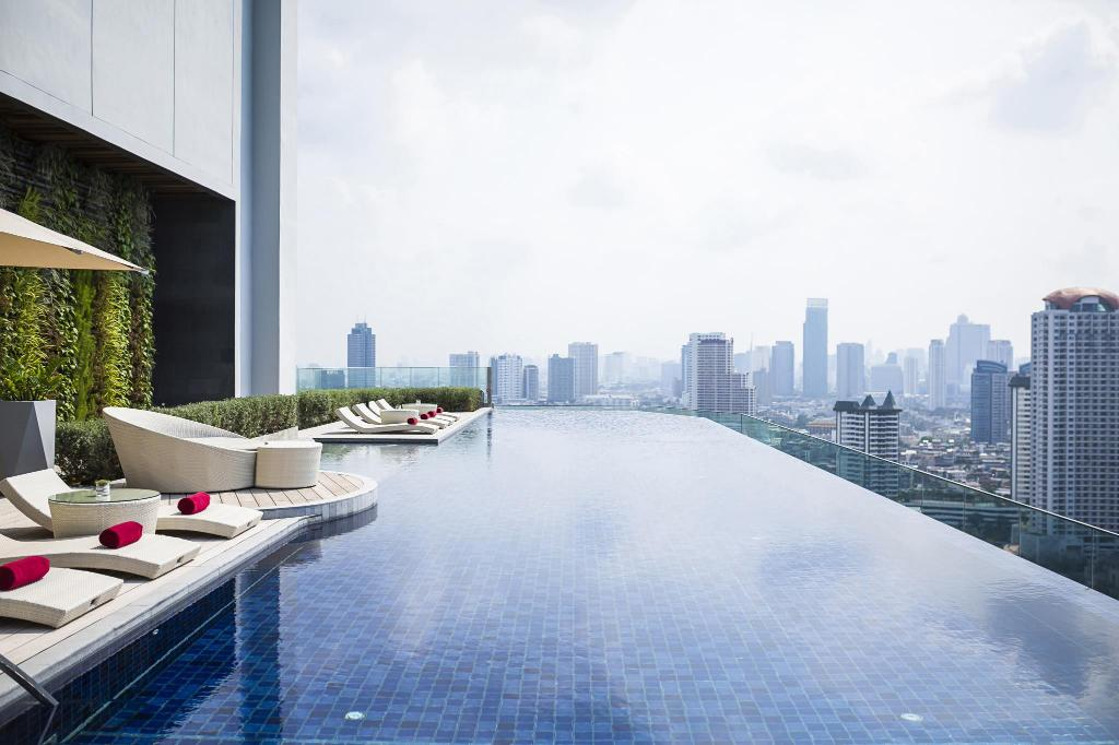 Swimming pool AVANI Riverside Bangkok Hotel