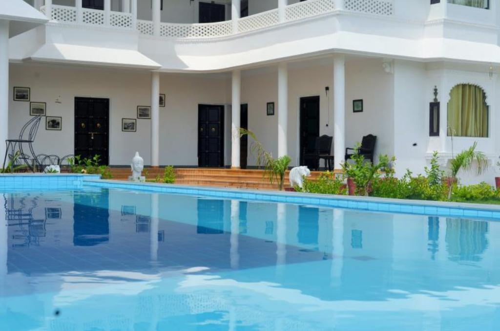Hotel jukaso sai palace udaipur in india room deals photos reviews for Hotel in udaipur with swimming pool