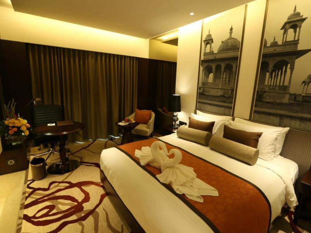Deluxe Room King - Bed Pride Plaza Hotel Aerocity Delhi