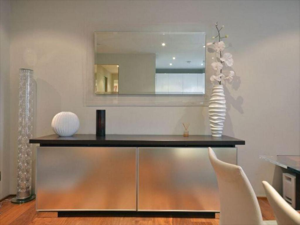 Unterkunft von innen Uber Ultra Modern Conversion in Kensington Apartment