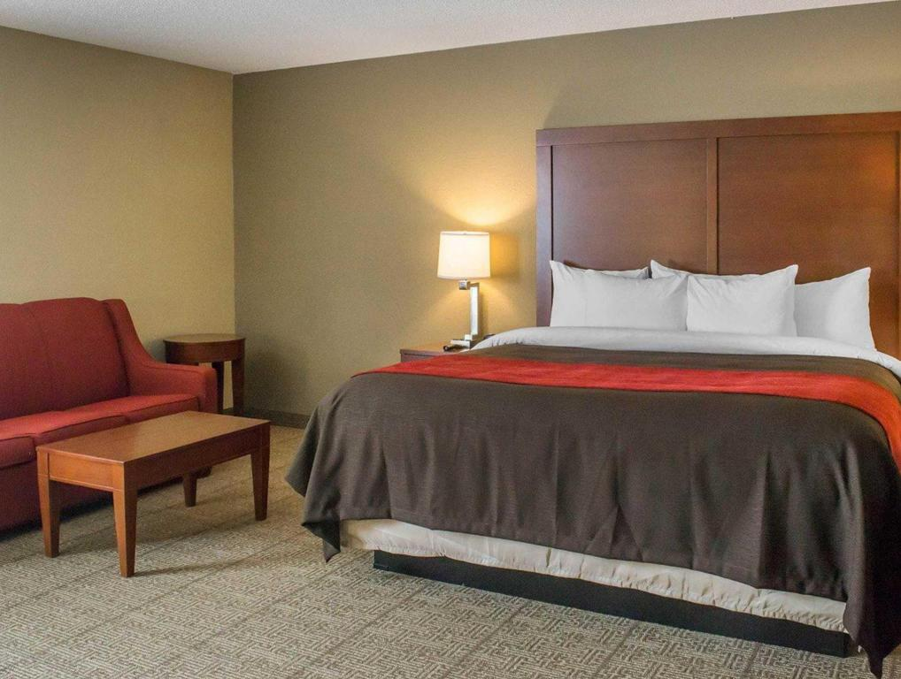 Habitación en la 1ª planta con 1 cama extragrande y 1 sofá cama – No fumadores - Cama Comfort Inn Mayfield Heights Clevel& East (Comfort Inn Mayfield Heights Cleveland East)