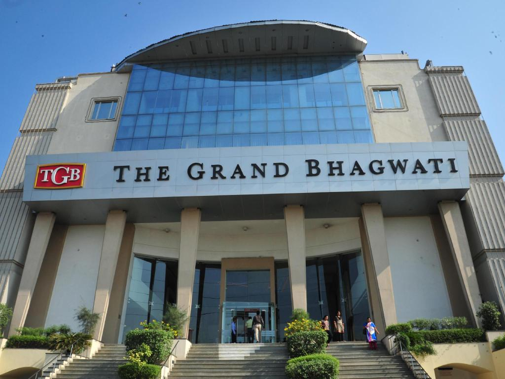 Mais sobre The Grand Bhagwati