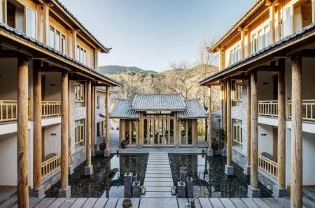 Interno Arro Khampa by Zinc Journey Lijiang