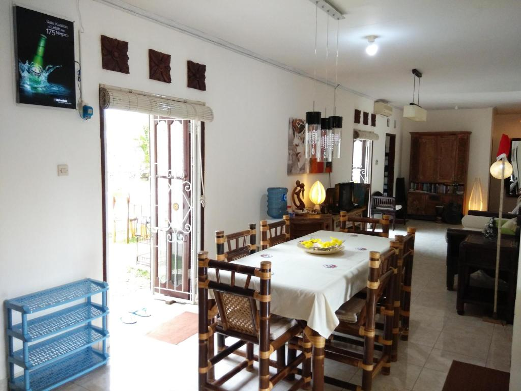 Interior view Karma Backpacker House