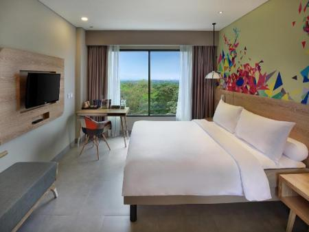 Family Room with 1 Queen Bed and 2 Single Beds - Θέα IBIS Styles Bogor Raya