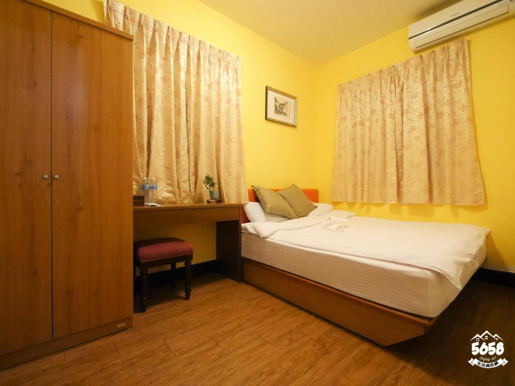 Double Room - Shared Bathroom - Guestroom Dabing Home