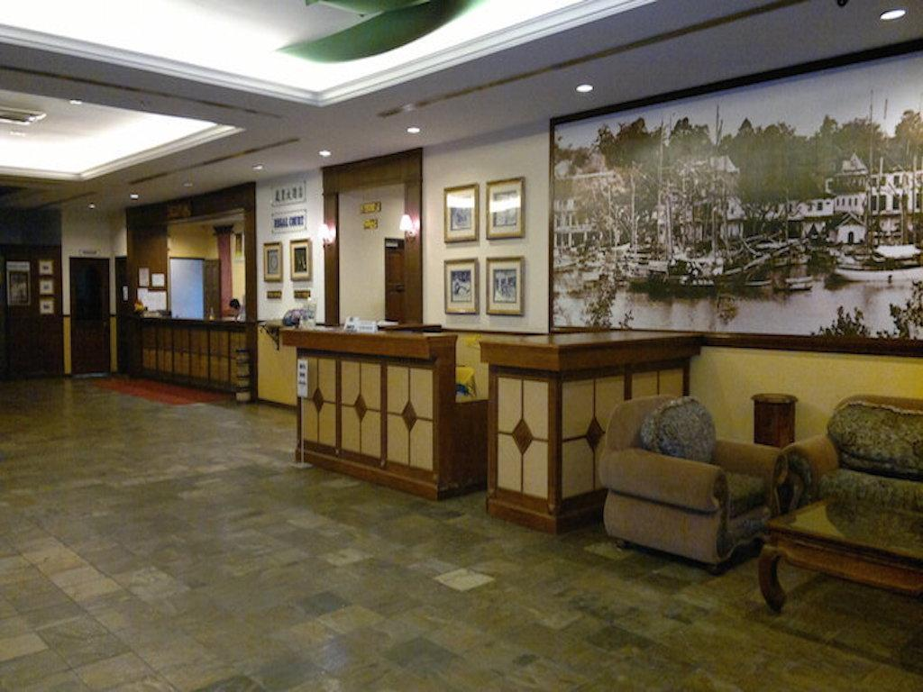 Lobby Regal Court Hotel Kuching