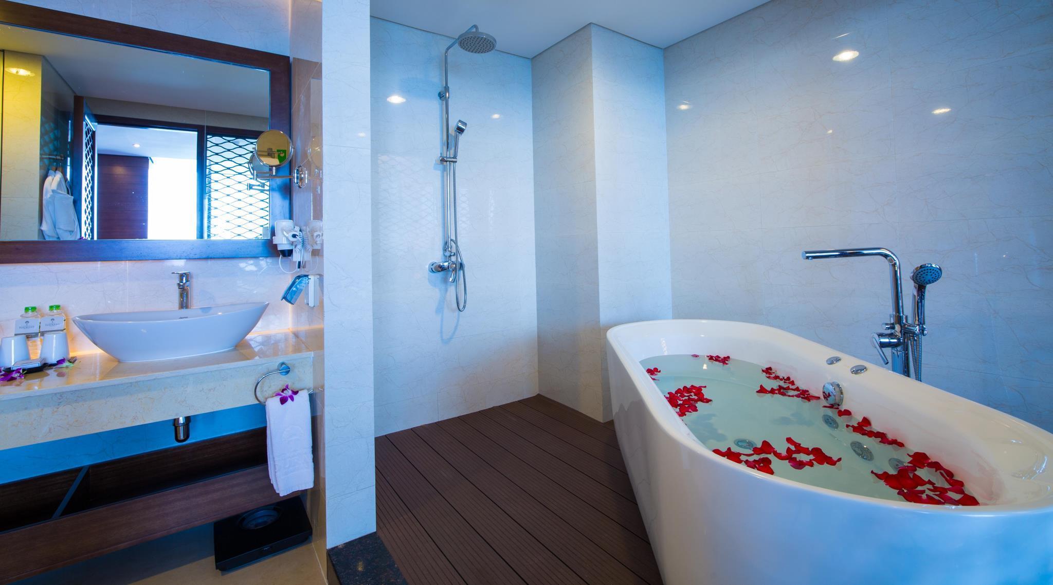 Grand Tourane Hotel in Da Nang - Room Deals, Photos & Reviews