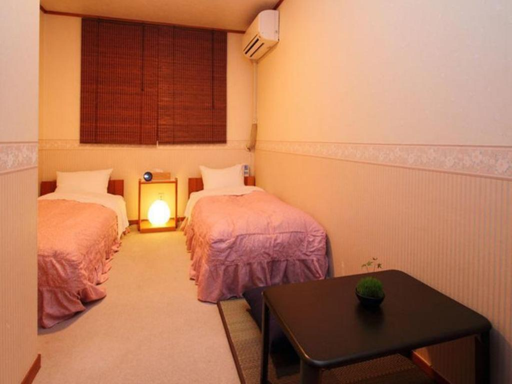 Standard Twin Room with Shared Bathroom Pension Aiueo