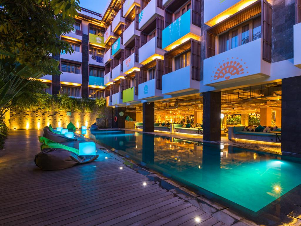 Best price on tijili hotel seminyak in bali reviews for Cheap hotels in bali