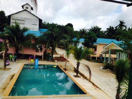 Swimming pool Sai Rung Resort