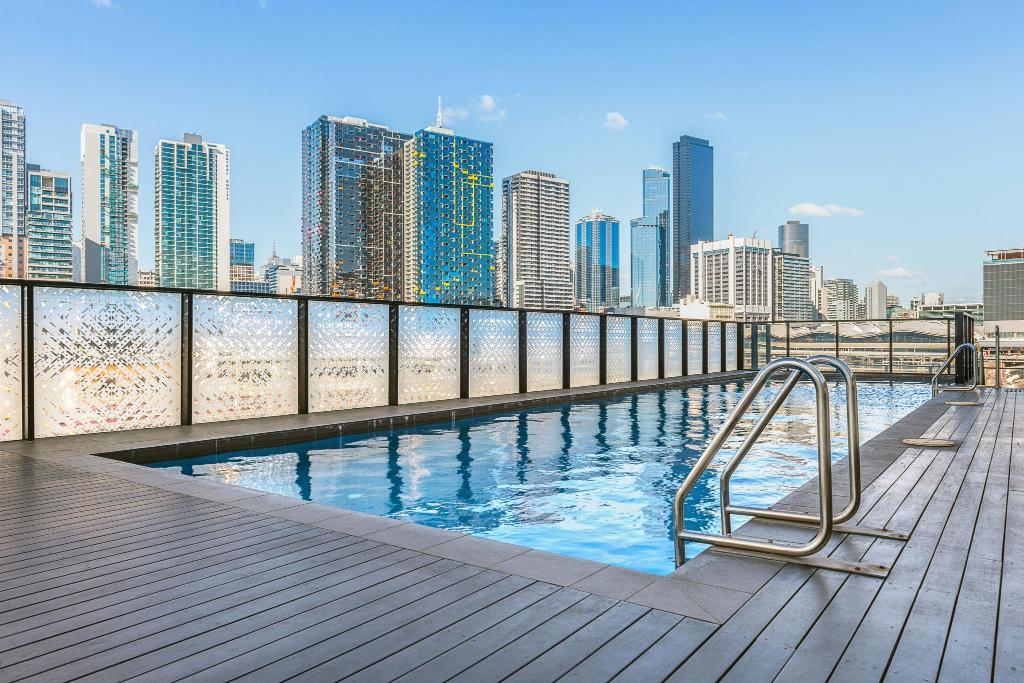 Best price on peppers docklands apartments in melbourne reviews for Swimming pools melbourne prices