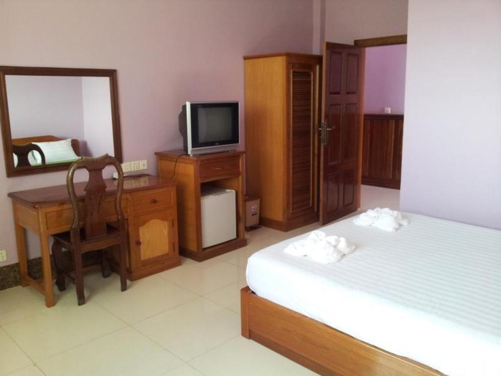 Best Price on MK Beach Hotel in Sihanoukville + Reviews!