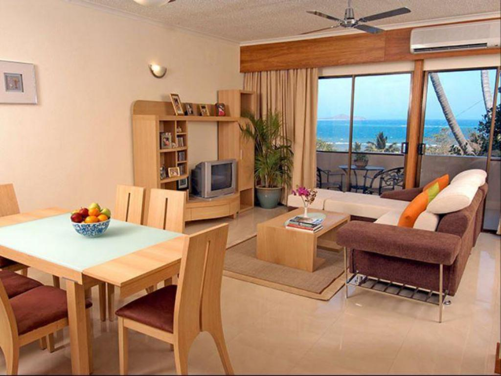 Sea View 2-Bedroom Apartment - Dining room/area Whittaker Apartments