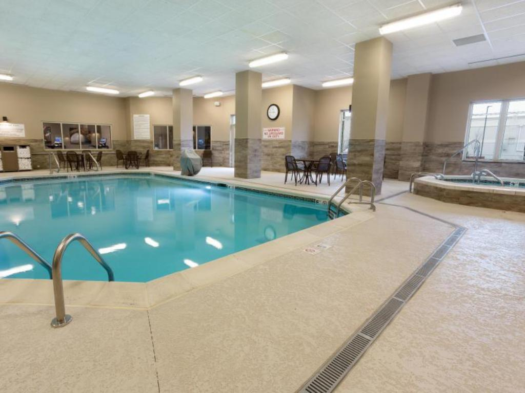 Peldbaseins Drury Inn & Suites Louisville North