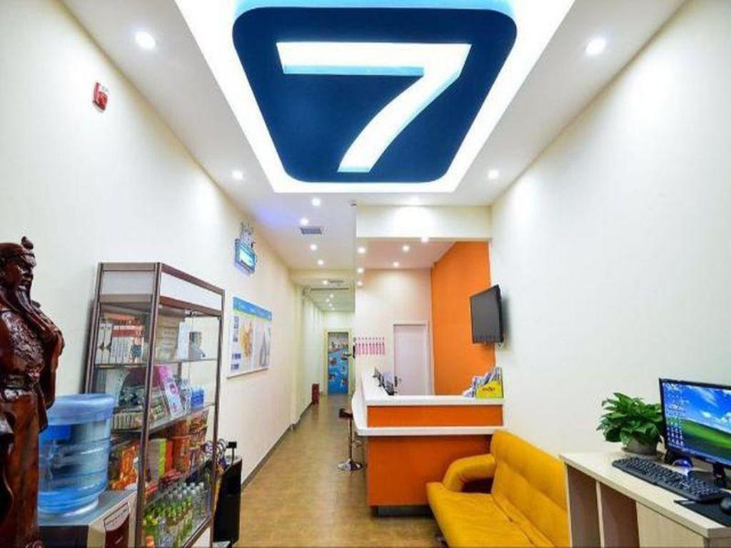 Лоби 7 Days Inn Kaifeng Daliang Men Branch