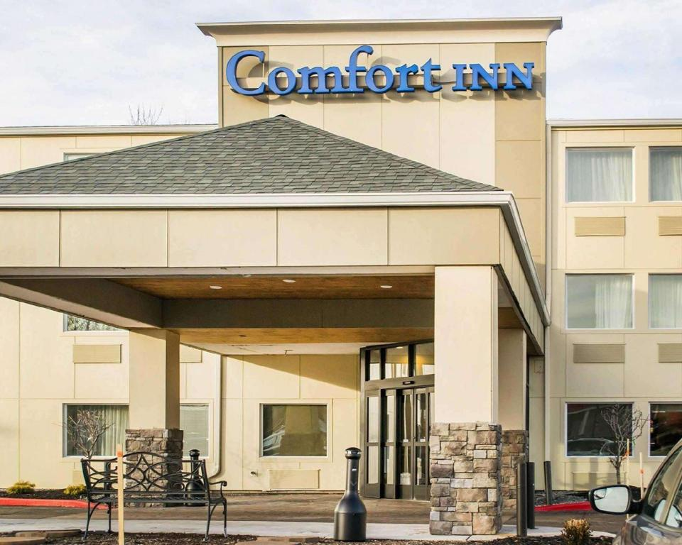 Comfort Inn Mayfield Heights Clevel& East (Comfort Inn Mayfield Heights Cleveland East)