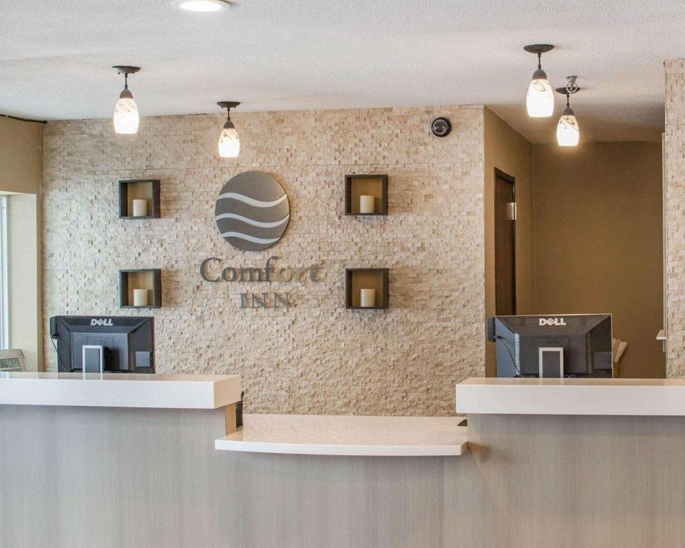 Vestíbulo Comfort Inn Mayfield Heights Clevel& East (Comfort Inn Mayfield Heights Cleveland East)
