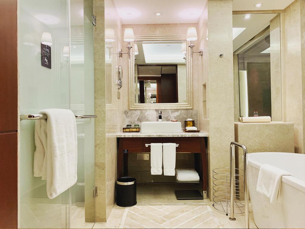 Group ROH, Guest room, King or Double - Bathroom