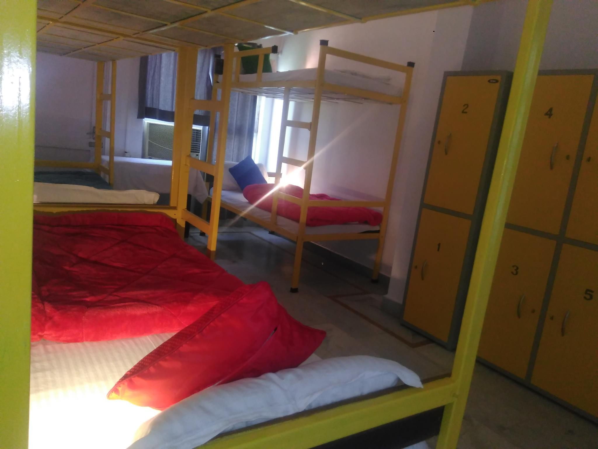 Bunk Bed in 6-Bed Mixed Dormitory Room with Air Conditioning