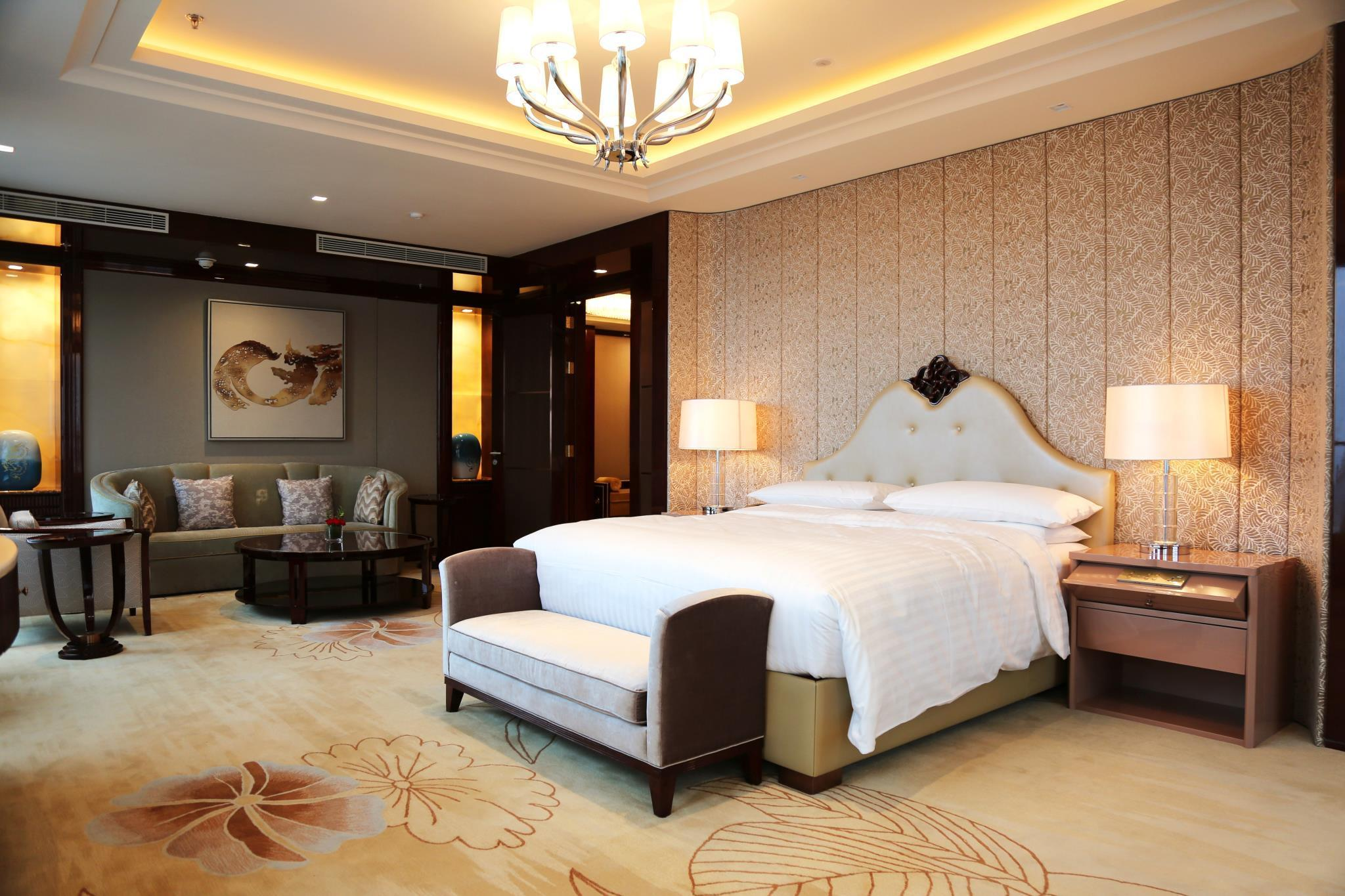 Presidential Suite with King Bed - Executive Lounge Access Included (Presidential Suite, Executive lounge access, 1 King)