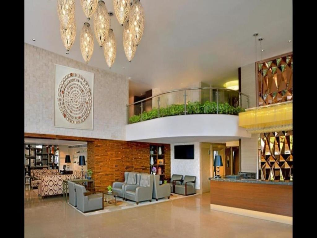 Lobby Country Inn & Suites by Radisson Manipal