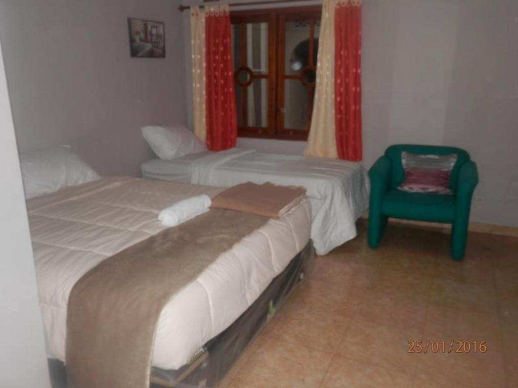 Family Room - (1 Double Bed 1 Single Bed) Barbados Homestay