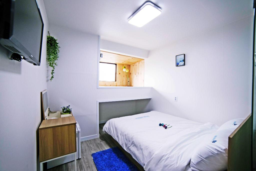 Standard Double - Guestroom Roadhouse Myeongdong Guesthouse