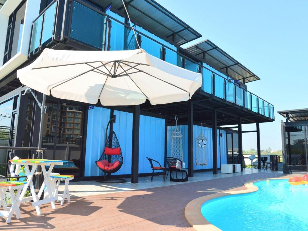 basen odkryty Blue Container Pool Villa