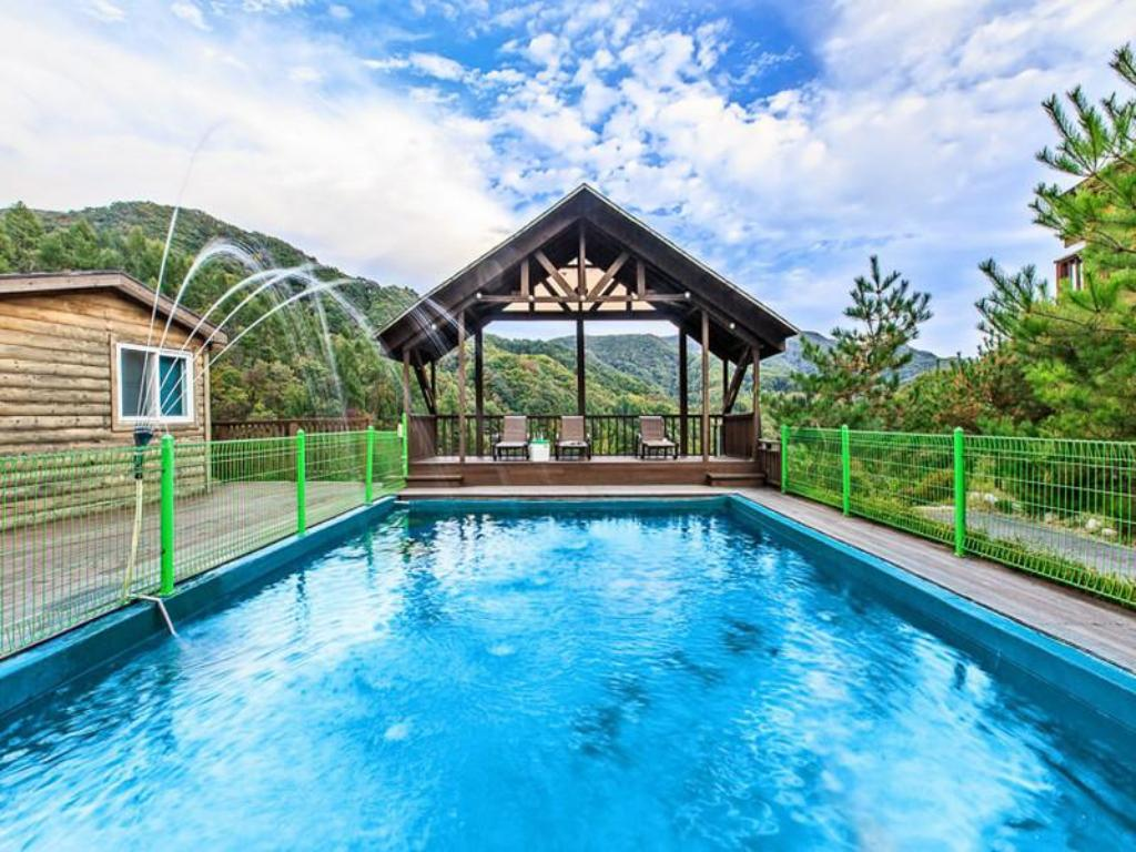 Swimming pool MJ Valley Pension