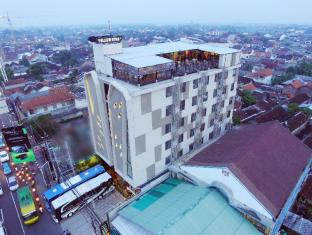 Yellow Star Ambarukmo Hotel
