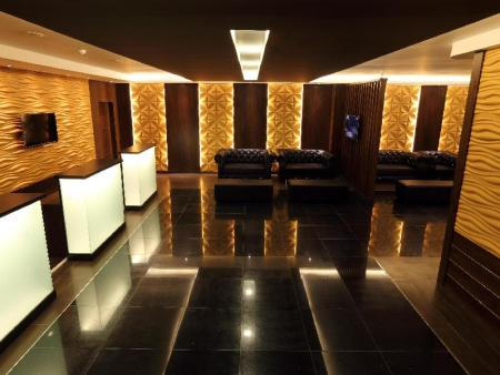 Lobby Clover Suites Royal Lake Yangon