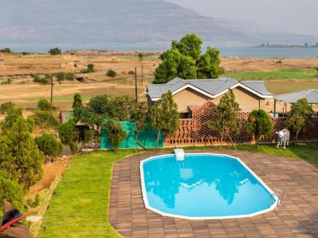 Swimming pool [outdoor] Saj By The Lake - Malshej Ghat Hotel