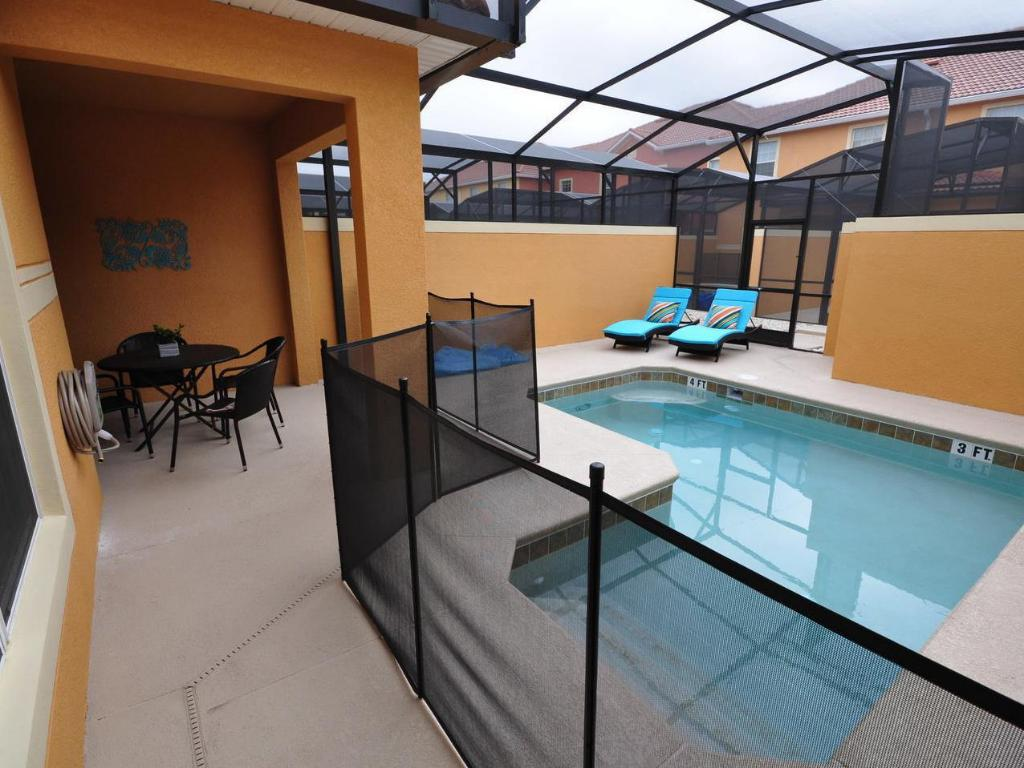 Peldbaseins DPM-125 4 Bedroom 3 Bath Townhouse in Paradise Palms