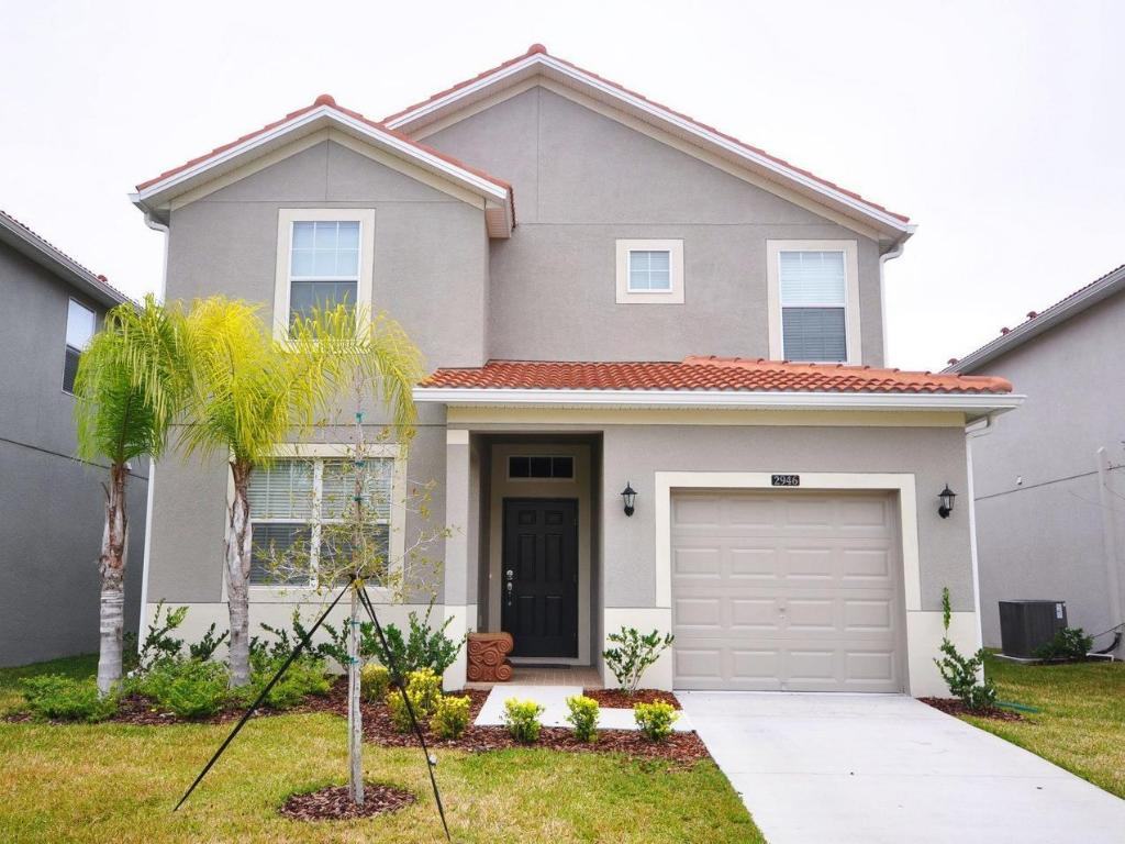 DPM-140 Beautiful 5 Bedroom 4 Bath Single Family Home in Paradise Palms