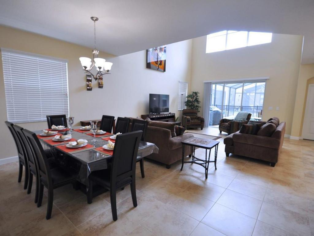 Vista Interior DPM-140 Beautiful 5 Bedroom 4 Bath Single Family Home in Paradise Palms