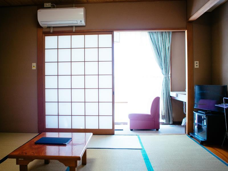 Quarto triplo estilo japonês com casa de banho privada (Japanese Style Triple Room with Private Bathroom)