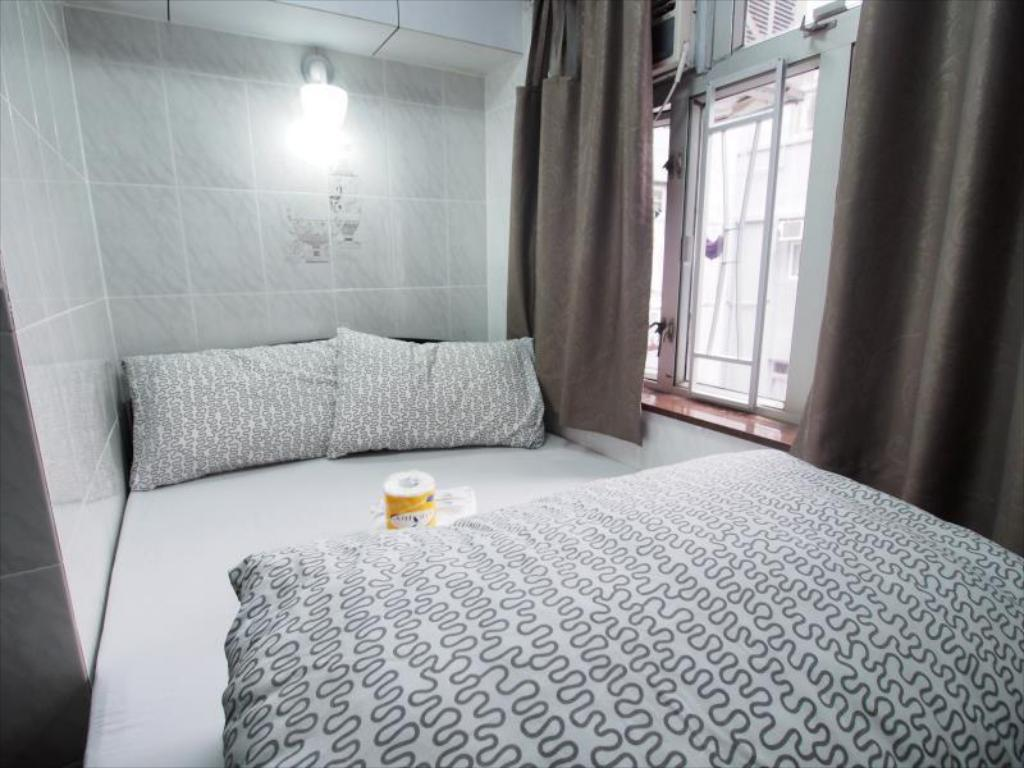 Double Room with Private Bathroom Toms Guesthouse