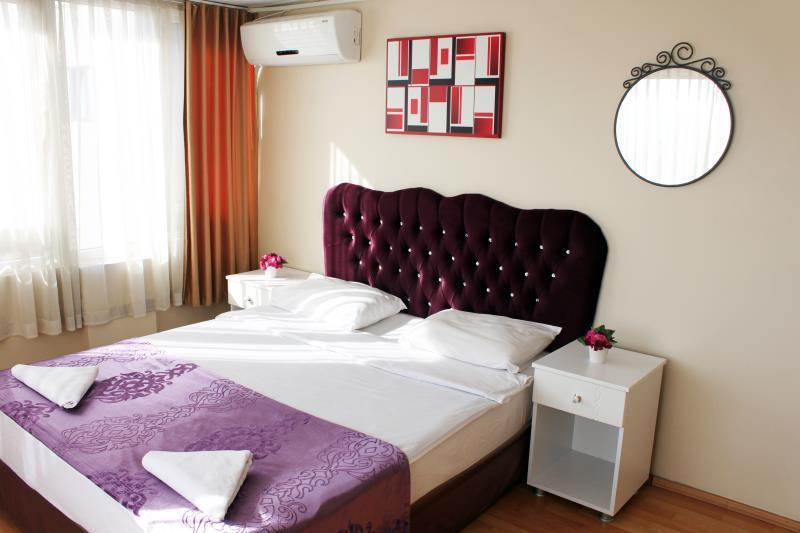 Double Room with Private Bathroom and Air Conditioning