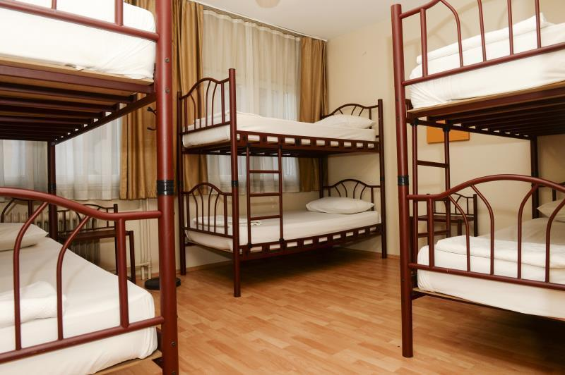 1 Person in 6-Bed Dormitory with Private Bathroom - Mixed