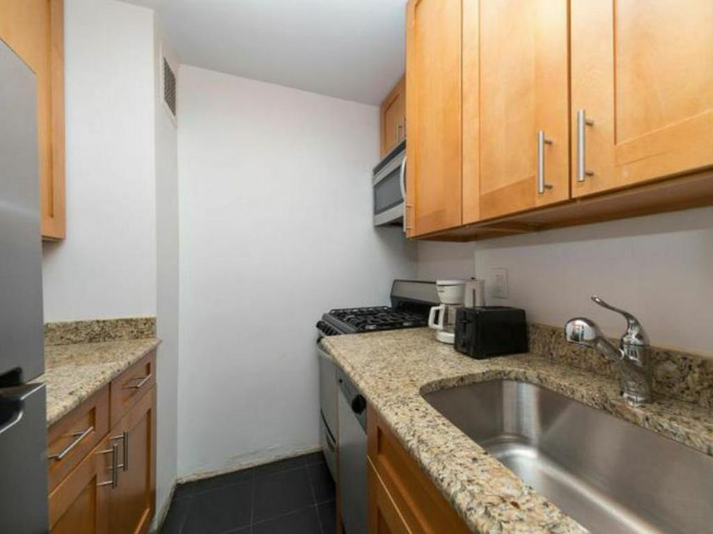 кухня NY Away - Central Park UWS 1-Bedroom - 11B