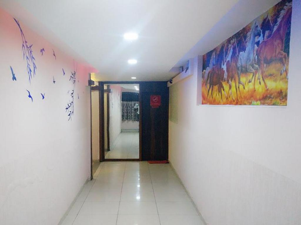Entrance Hotel Nilkanth PG Rooms