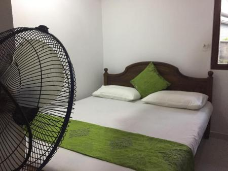 Non ac delux room with fan 44 Karapitiya