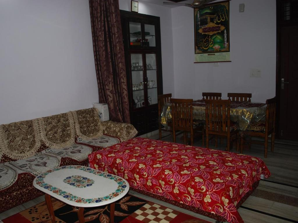Lobby Taj Mahal Home Stay