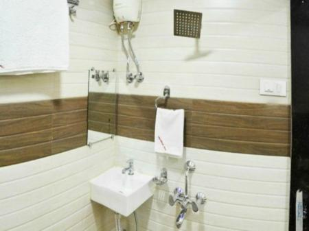 Baño Hotel Ascot International