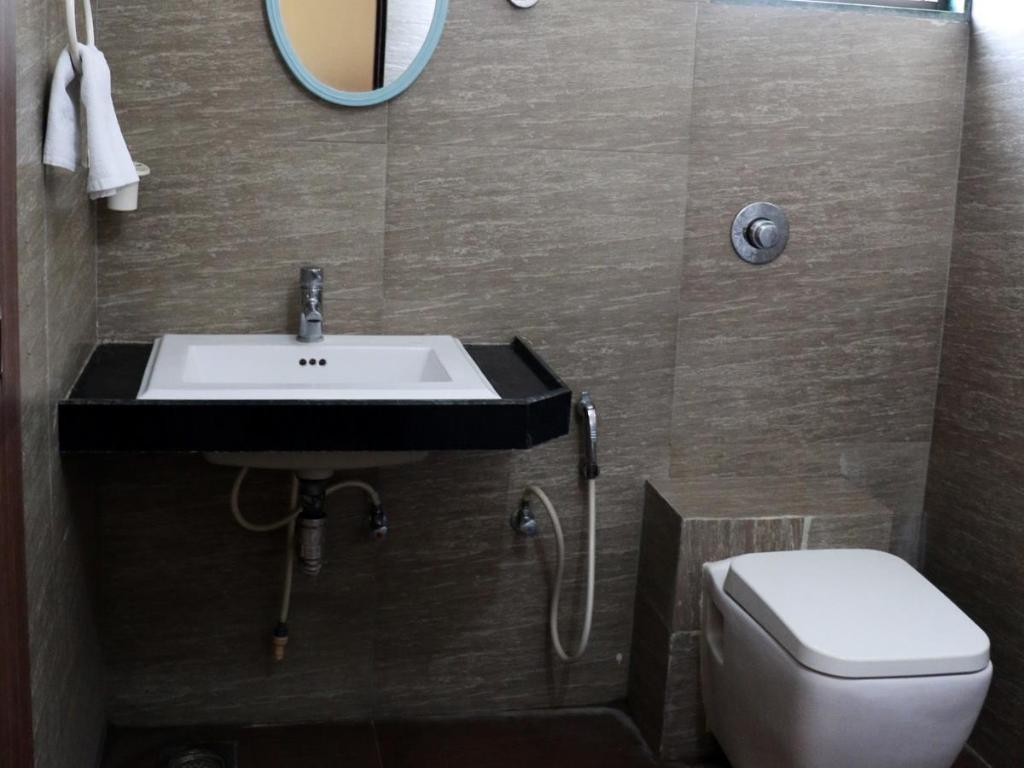 Bathroom Maple Tree Service Apartments Jodhpur Satellite