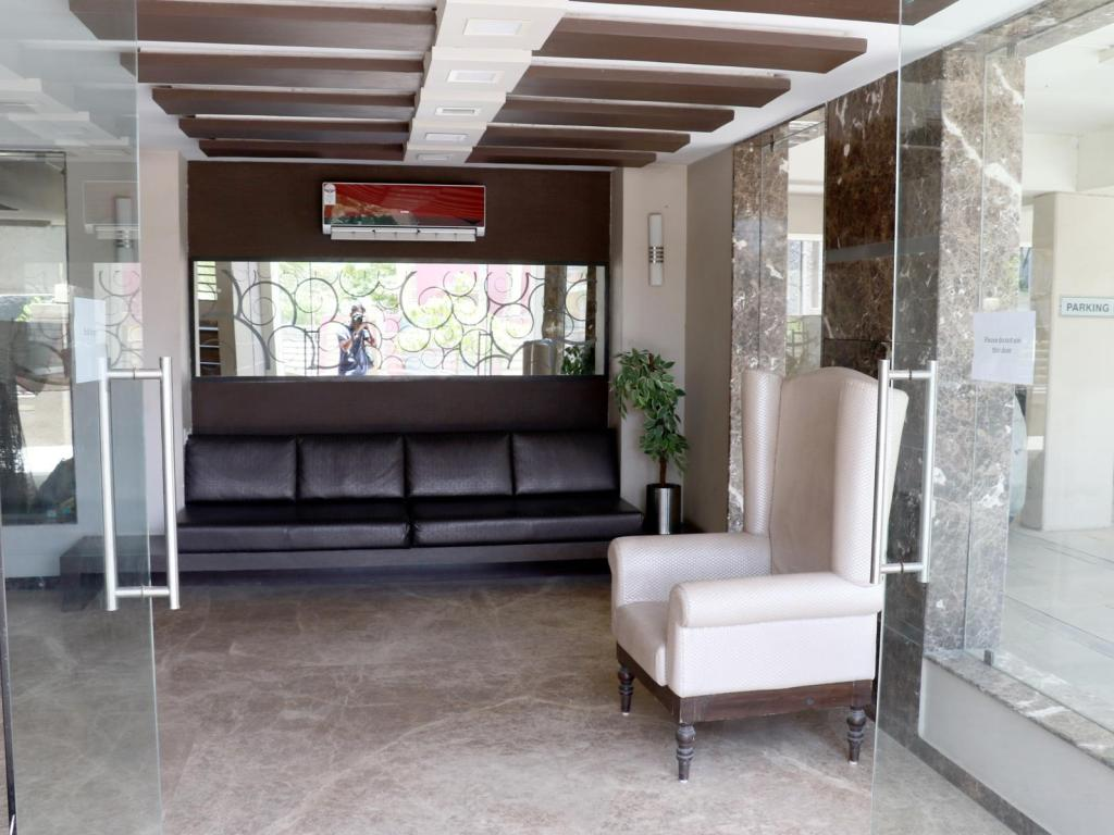 Executive lounge Maple Tree Service Apartments Jodhpur Satellite