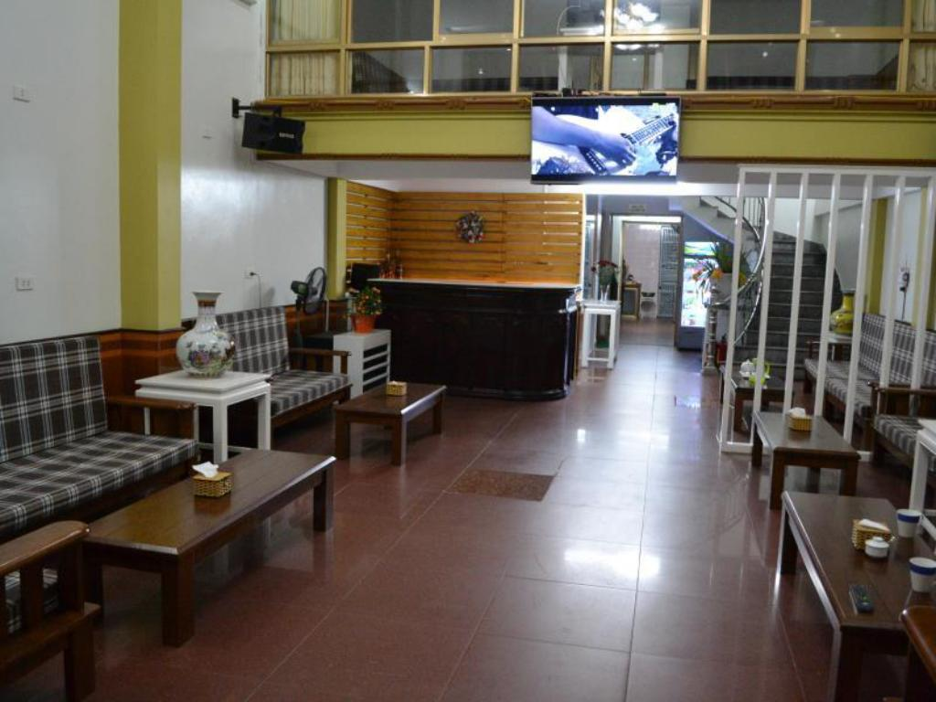 Entrance Mac Tu Khoa Hostel