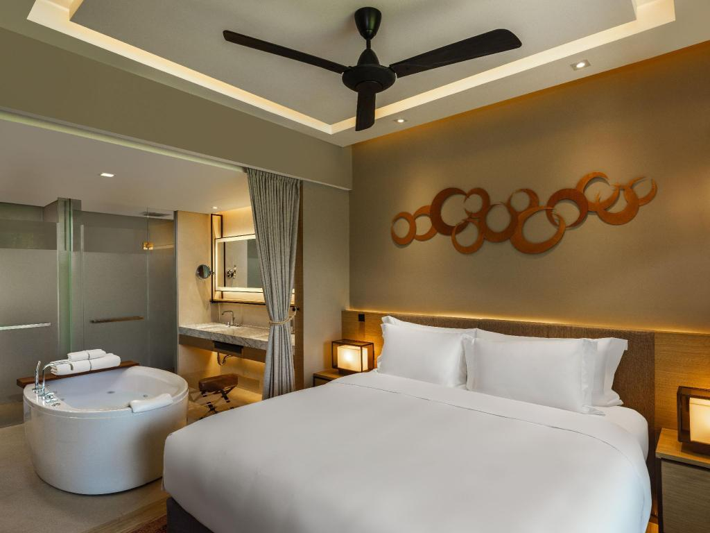 Deluxe Room King Bed - кровать dusitD2 khao yai