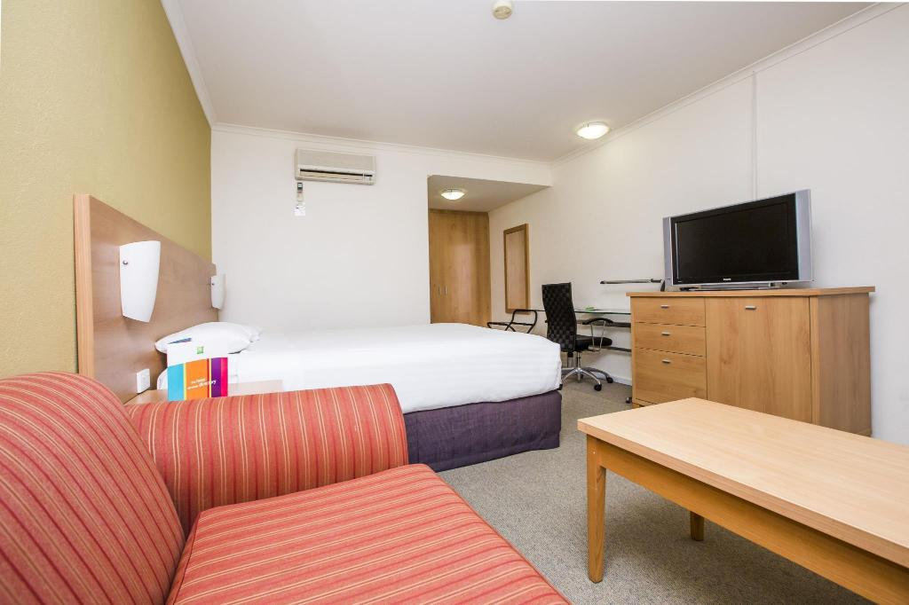 See all 33 photos Ibis Styles Canberra Eaglehawk